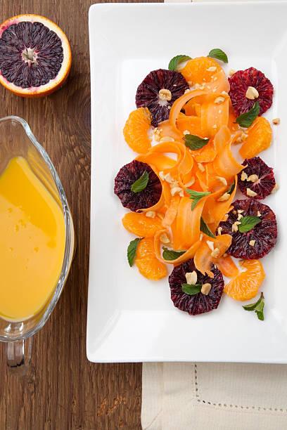 blut orange bis karotte-salat - erdnusssalatdressings stock-fotos und bilder