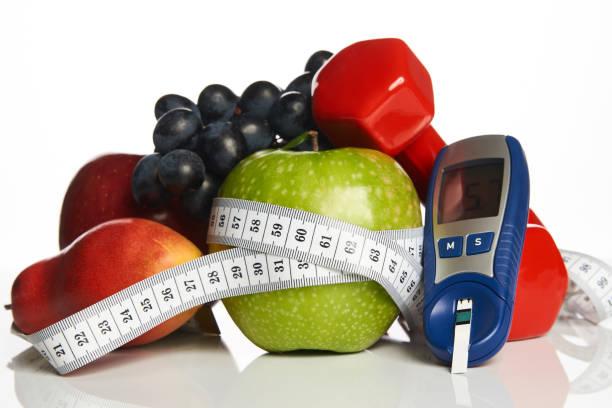 健康有機食品和啞鈴的血糖控制圖像檔