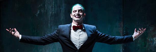 bloody halloween theme: crazy joker face - sorriso carnaval - fotografias e filmes do acervo