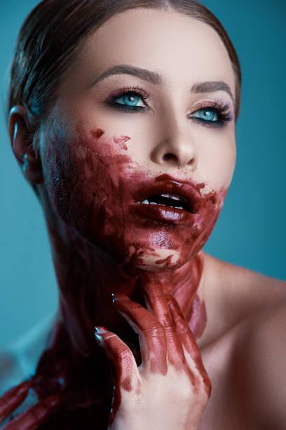 bloody frau - vampir schminken frau stock-fotos und bilder