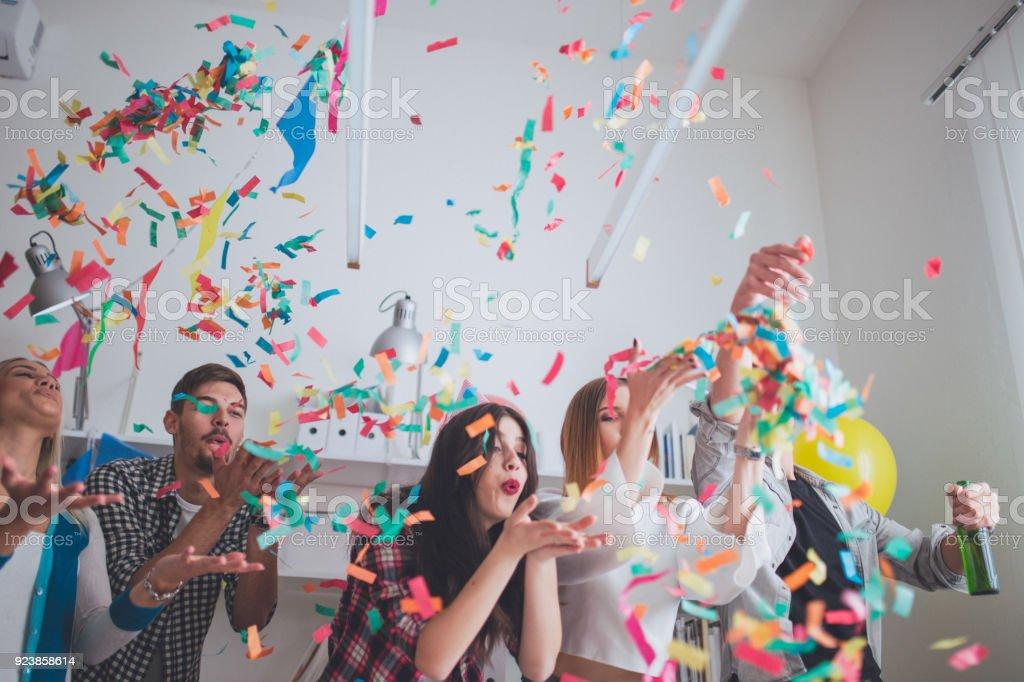 Blowing confetti on party - Royalty-free Abraçar Foto de stock