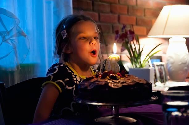 Blasen Sie die Kerze – Foto