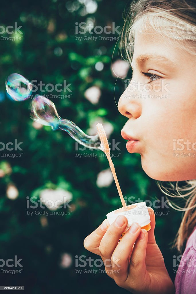 Blowing soap bubbles – Foto