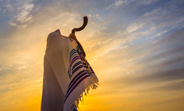 Blowing the Shofar Man in a tallit, Jewish prayer shawl is blowing the shofar ram's horn rosh hashanah stock pictures, royalty-free photos & images