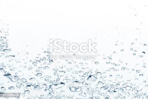 istock Blue air bubbles rising in clear fresh water 171283019