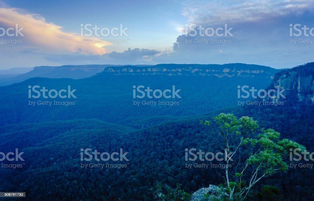 Blue and orange sunset over the Jamison Valley, Katoomba, Blue Mountains National Park stock photo