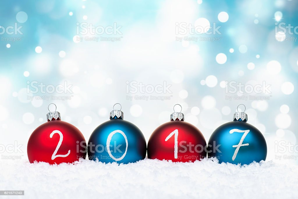 Blue and Red Baubles 2017 year and defocused light background photo libre de droits