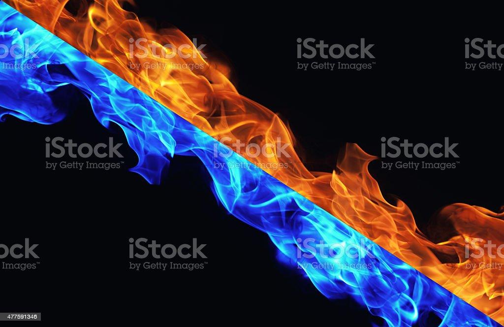 Blu E Rosso Fuoco Su Sfondo Nero Fotografie Stock E Altre Immagini