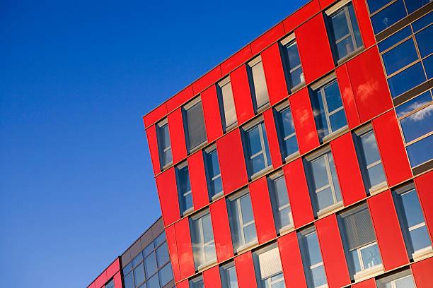 blau und rot - farbiges glas stock-fotos und bilder