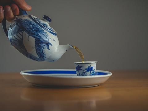 두 일치 컵 파란색과 흰색 중국 찻주전자 0명에 대한 스톡 사진 및 기타 이미지