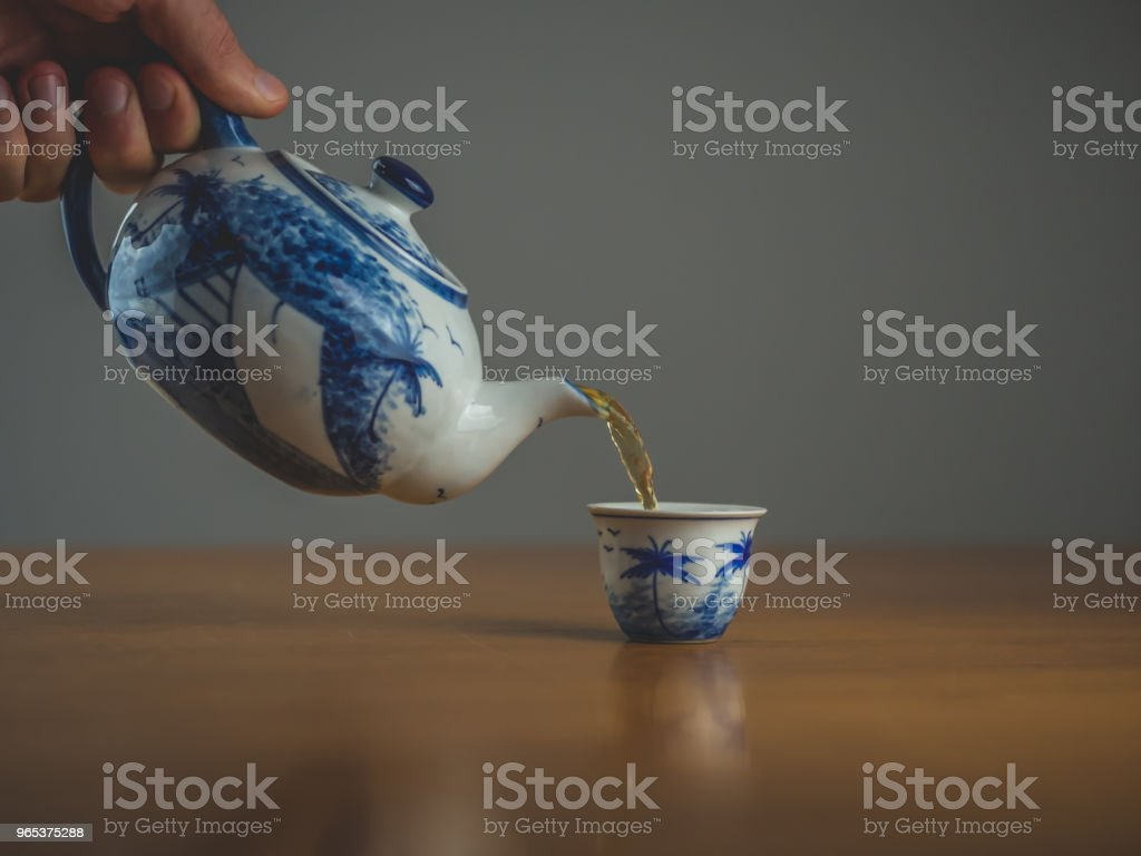 Blue and white china teapot with two matching cups zbiór zdjęć royalty-free