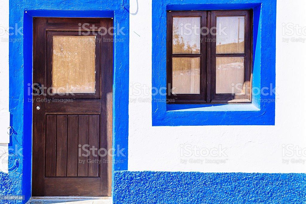 Blaue und weiße Haus in Mertola, Portugal. – Foto