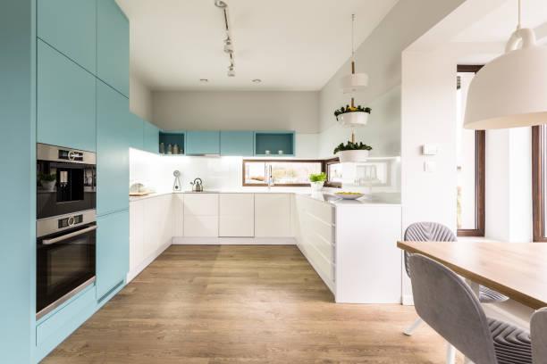 藍色和白色廚房內飾 - 大廈樓層 個照片及圖片檔