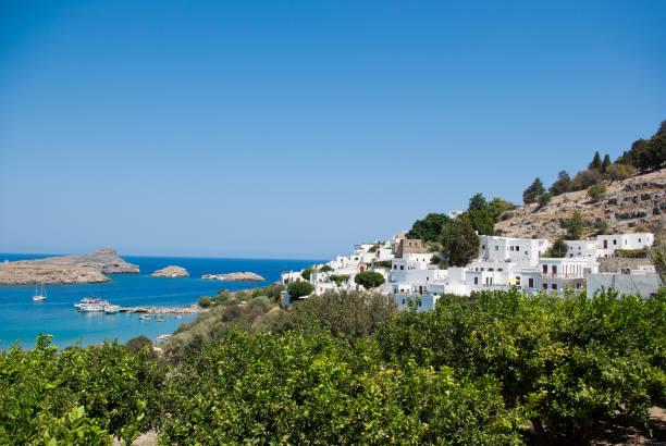 Blaue und weiße Landschaft von Lindos, Rhodos – Foto