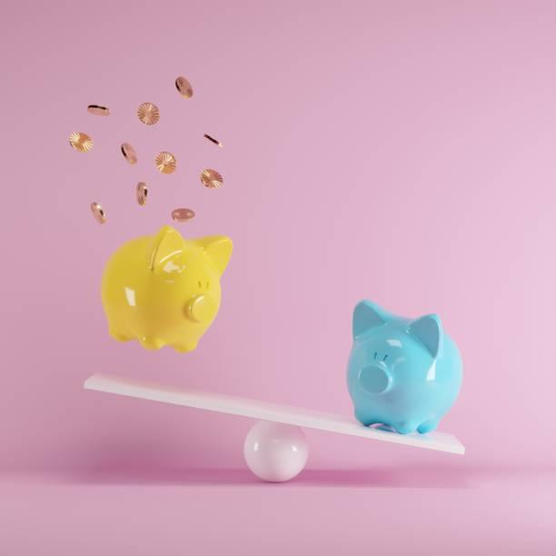 Blaue und gelbe Piggys Bank spielt mit Goldmünze auf Wippe auf rosa Hintergrund. minimale Idee lustig Konzept. – Foto