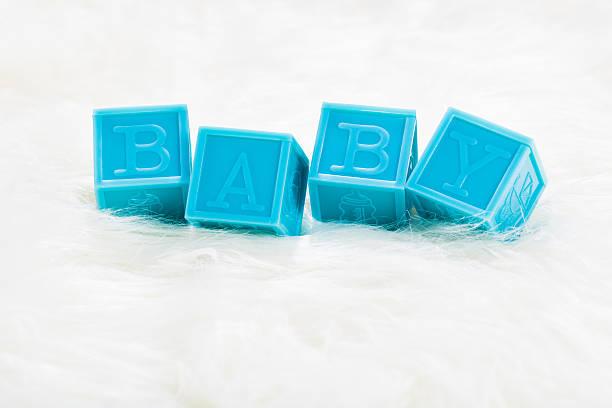 blue baby blöcke auf weißen decke - taufe texte stock-fotos und bilder