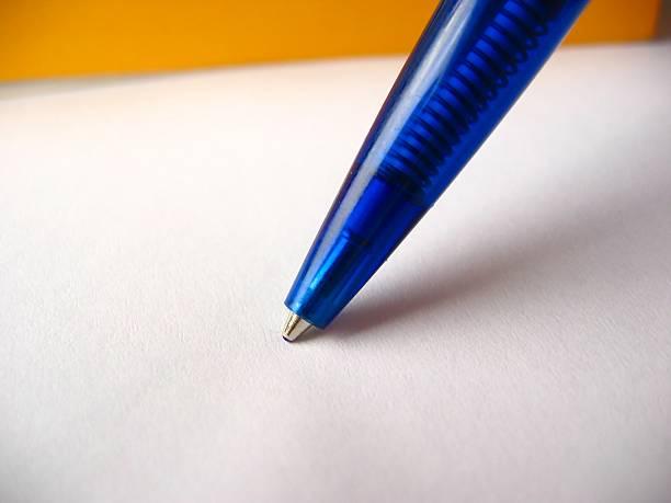 blauer ball pen-detailarbeit - herpens stock-fotos und bilder