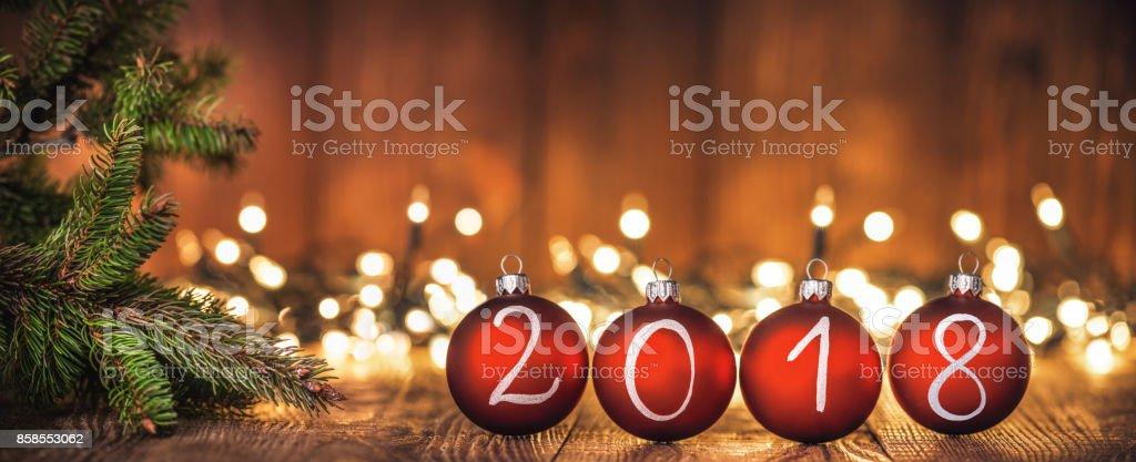 Blaue Kugeln auf Holz 2018 Jahr – Foto