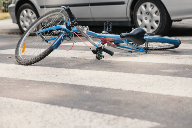 Blue bike on a pedestrian crossing after fatal incident with a car Blue bike on a pedestrian crossing after fatal incident with a car misfortune stock pictures, royalty-free photos & images