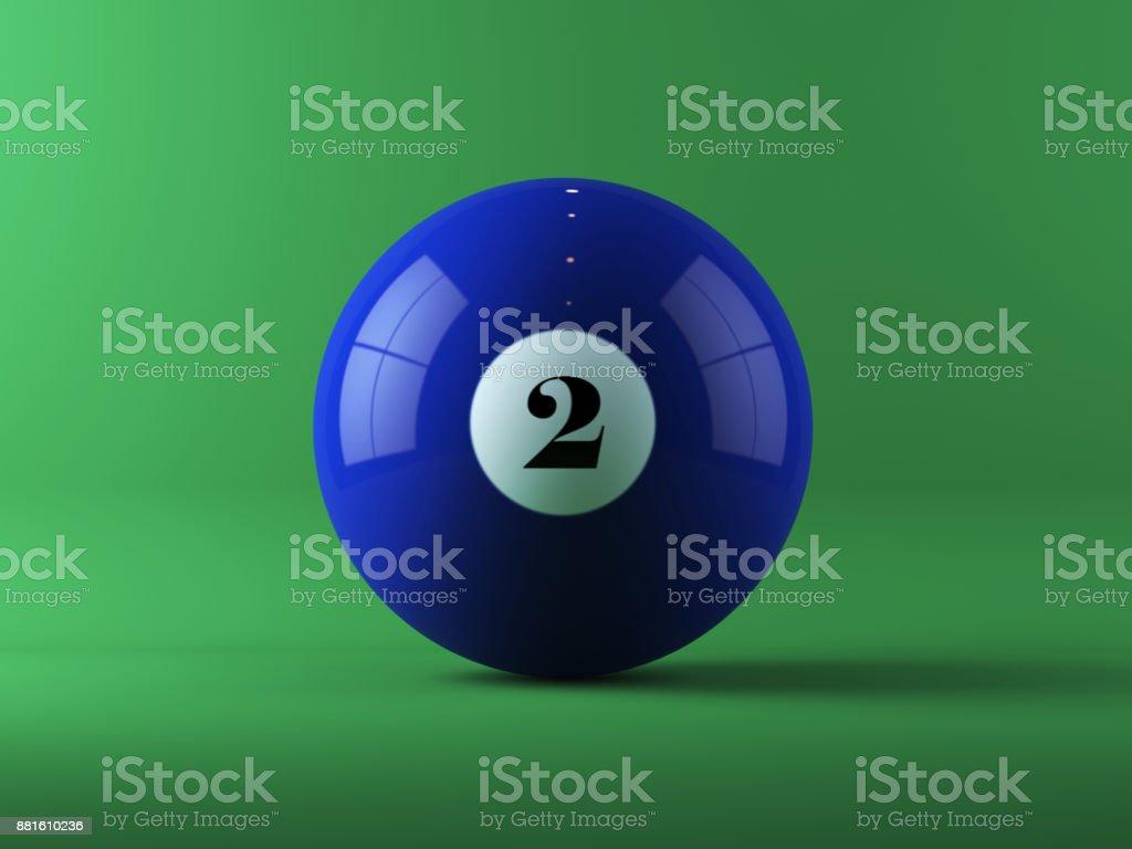 Bola de billar azul en fondo verde - foto de stock