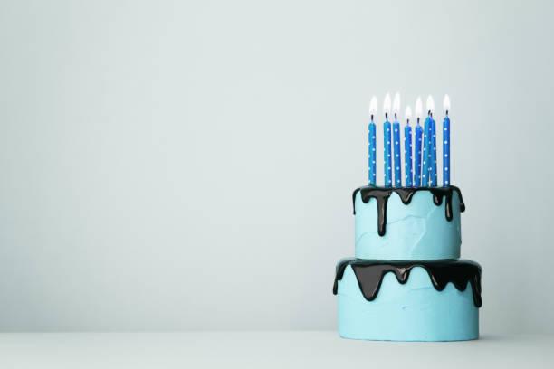 Blaue Geburtstagstorte – Foto