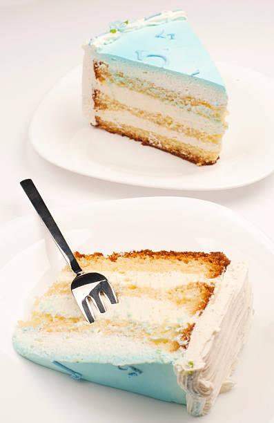 blau geburtstag kuchen - hausgemachte hochzeitstorten stock-fotos und bilder