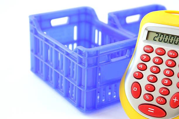 cuadros azules y calculadora - suministros escolares fotografías e imágenes de stock