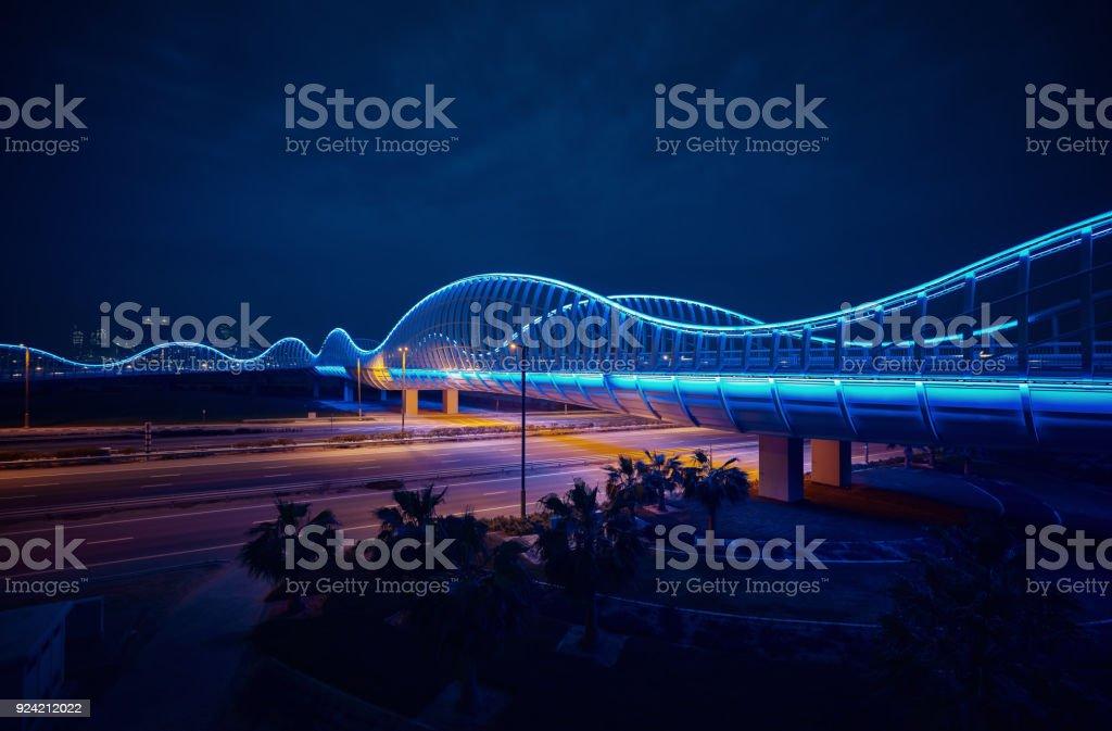 Blue-Brücke in der Nacht, Dubai – Foto