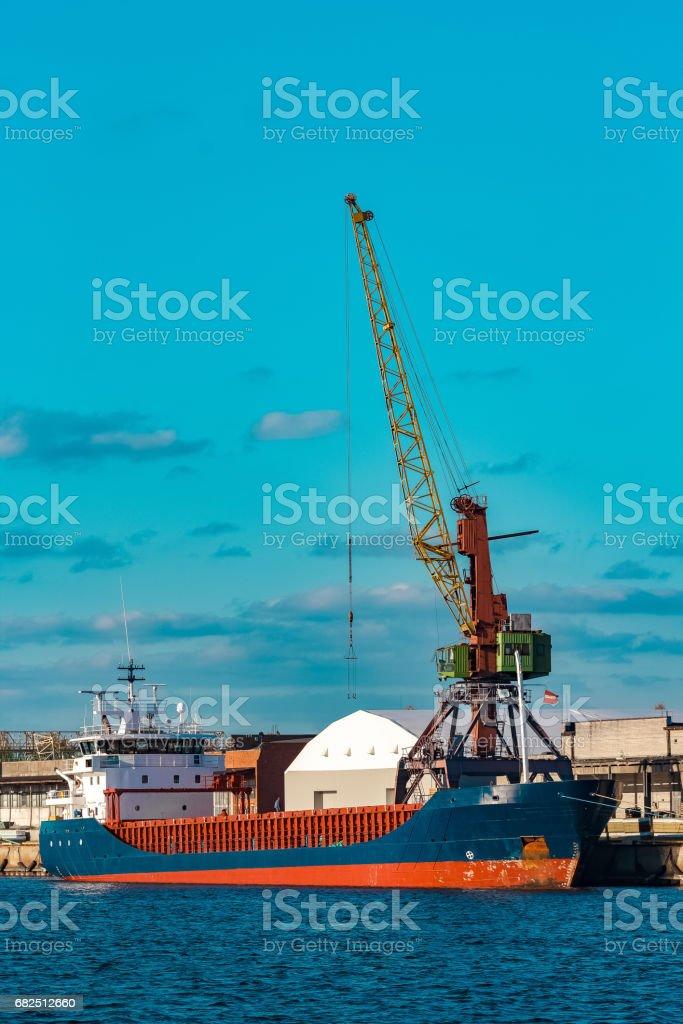 Blue bulk carrier Lizenzfreies stock-foto