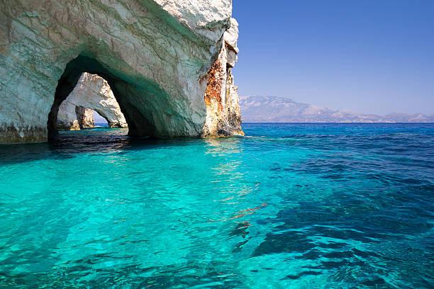 블루 동굴 in mediteranean 바다빛 - 카르스트 지형 뉴스 사진 이미지