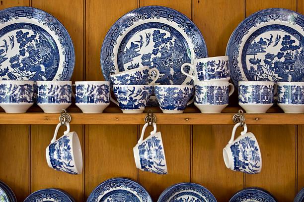 blue china com aparador - porcelana - fotografias e filmes do acervo