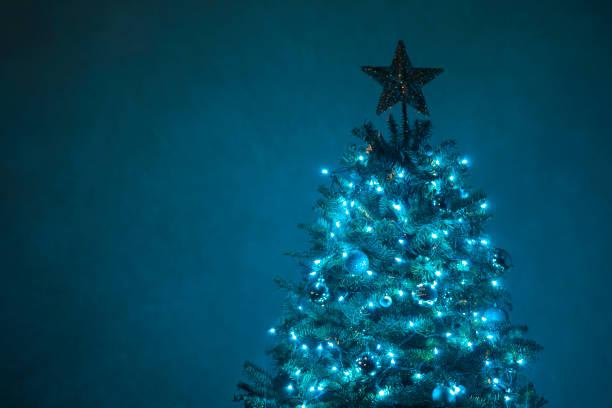 Blue Christmas Tree - Stock Bild – Foto