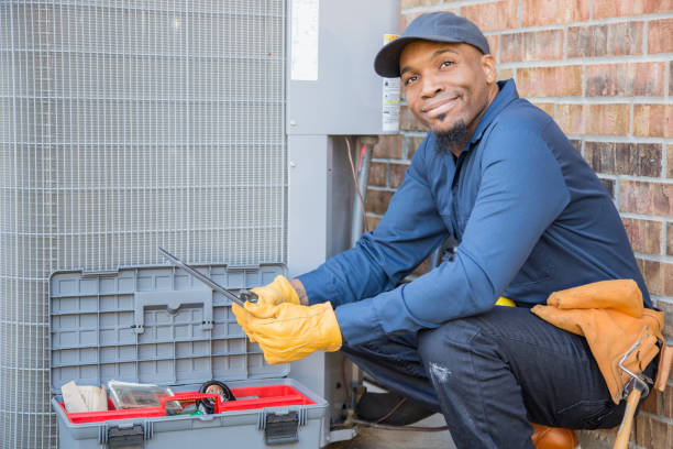 Blauer Kragen Klimaanlage Reparaturwerkzeug bei der Arbeit. – Foto