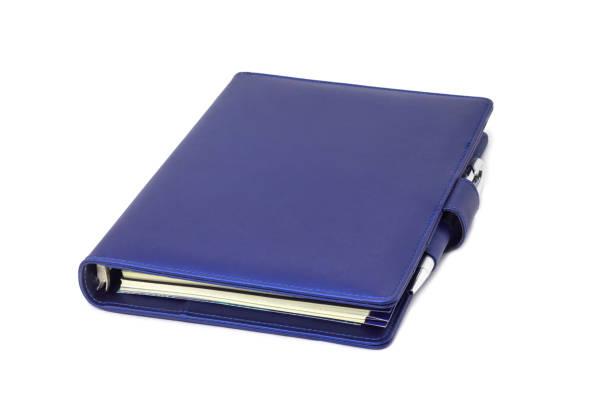 blaue kragen tagebuch und stift auf deckel und weißen hintergrund platziert. - planner inserts stock-fotos und bilder