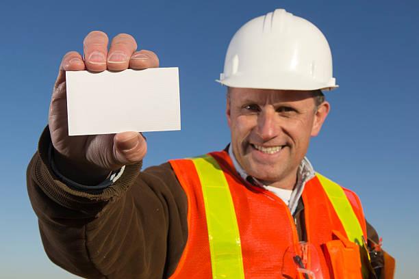 Blue-Collar Worker und leere Visitenkarte – Foto