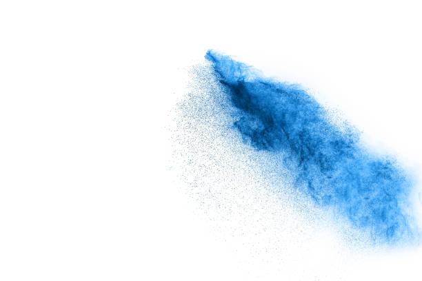 blaue farbe splash pulverwolke isoliert auf weißem hintergrund - lila waffe stock-fotos und bilder
