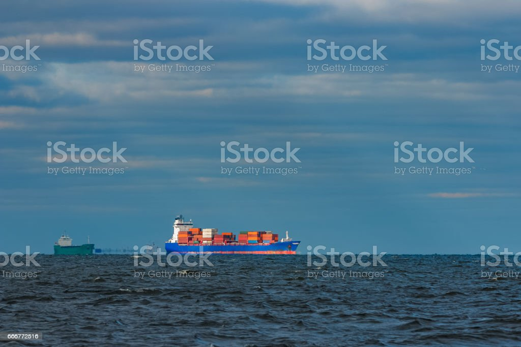 Blue container ship foto stock royalty-free