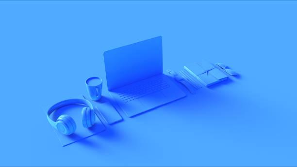 藍色當代熱桌面辦公室設置與筆記本電腦手機耳機記事本太陽鏡 - 虛擬辦公室 個照片及圖片檔