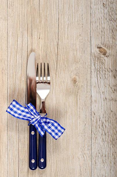 blue besteck in vertikaler form - chrome menü stock-fotos und bilder