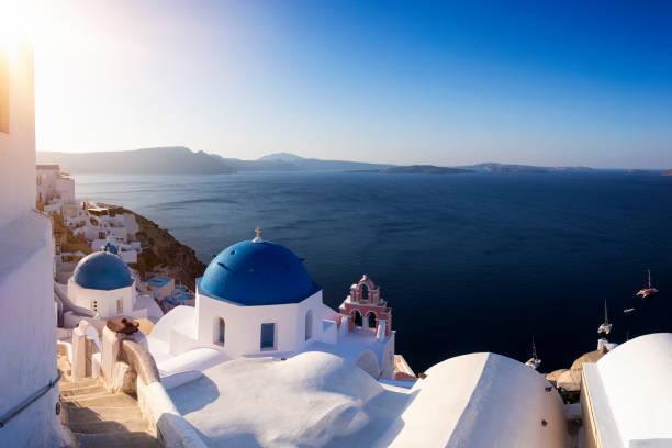 blå kupol kyrkan i oia, santorini - oia santorini bildbanksfoton och bilder