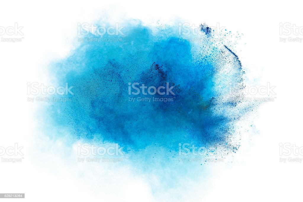 Explosão azul pó isolado no fundo branco - foto de acervo