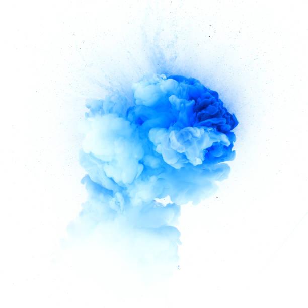 Bleu explosion isolé sur fond blanc - Photo