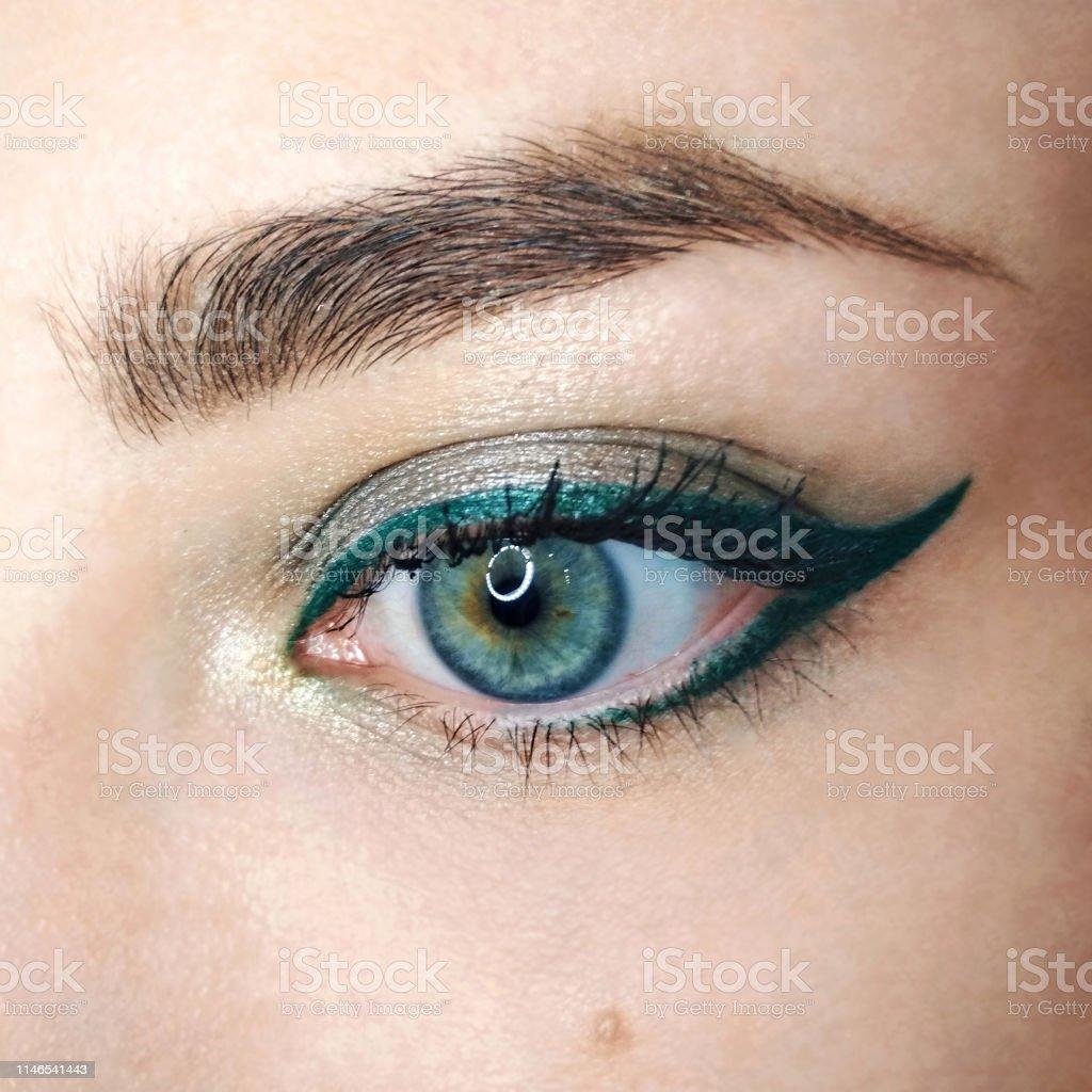 Blue Eye Gold Green Arrow Eyeliner Makeup Eyebrow Lash