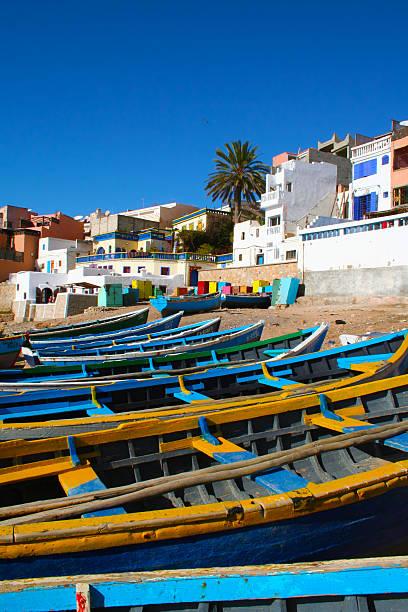 Azul barcos de pesca en Ahrud cerca de Agadir, Marruecos - foto de stock