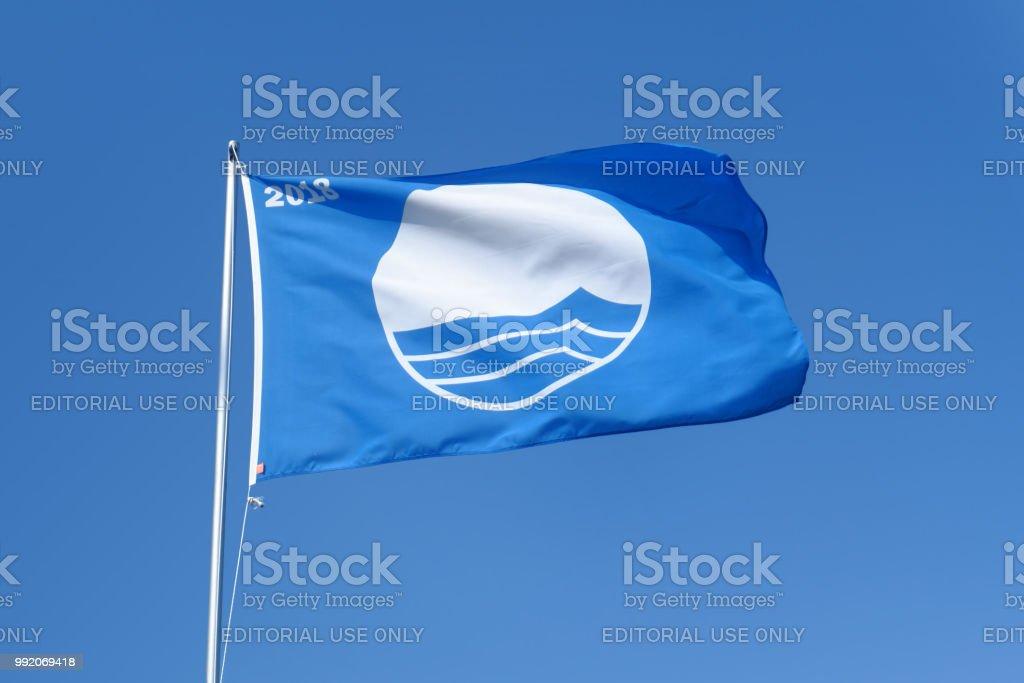 mavi bayrak stok fotoğrafı