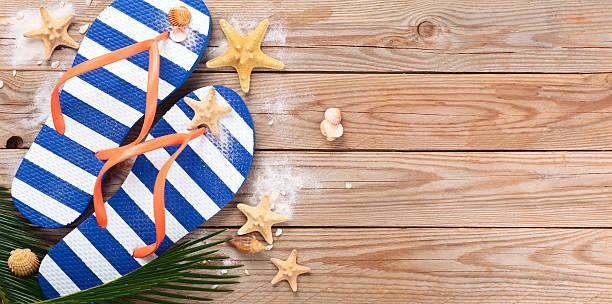 blau flip-flops. - terrassen deck design stock-fotos und bilder
