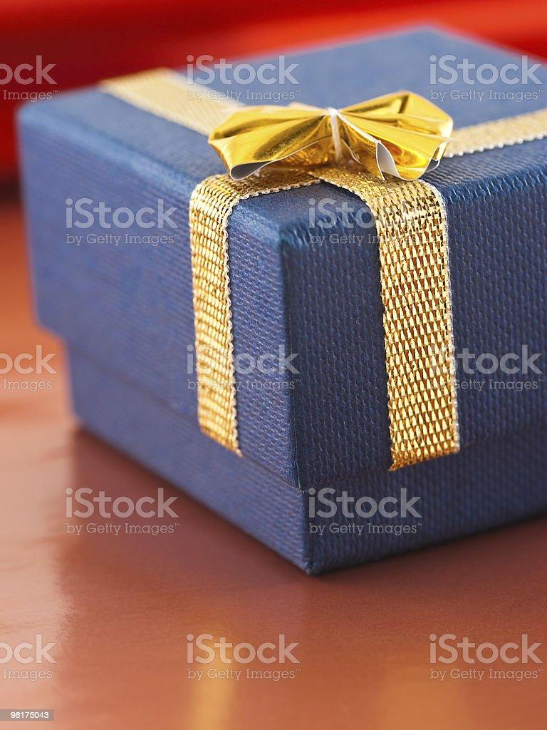 블루 선물함, 골든 나비매듭 royalty-free 스톡 사진
