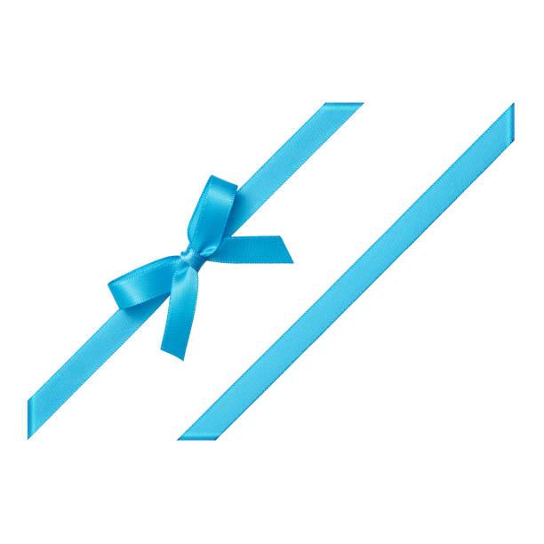 blauen geschenkband gebunden in einem bogen auf weißem hintergrund, ansicht von oben ausgeschnitten - geschenk zur taufe stock-fotos und bilder