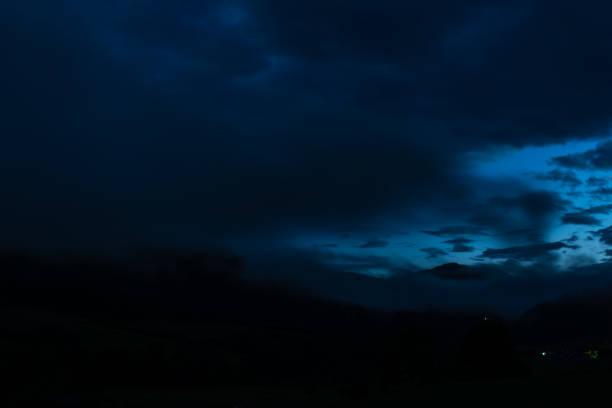blau glühenden Himmel in der Nacht – Foto