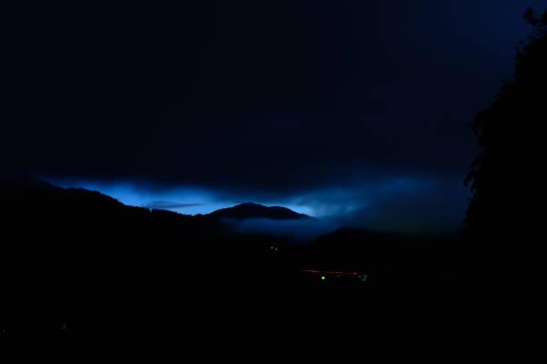blau glühenden Himmel – Foto